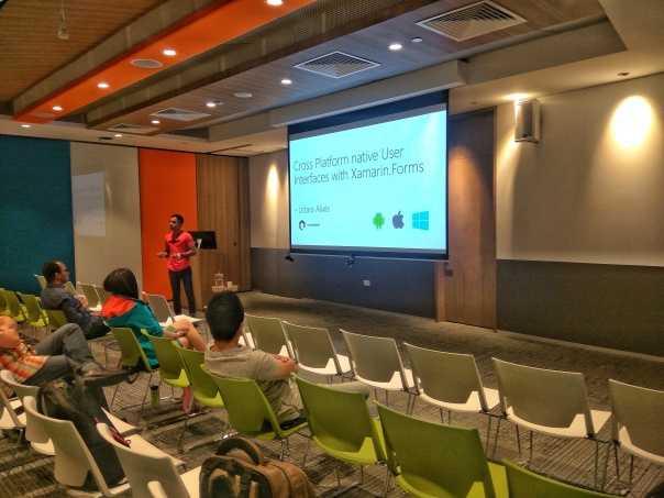udara alwis presenting tech talk xamarin dev days singapore 2017